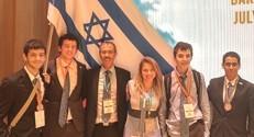 התלמידים בתחרות : מימין לשמאל : רוני ארנזון, רון סולן, נדב גנוסר ואיתי צביאלי