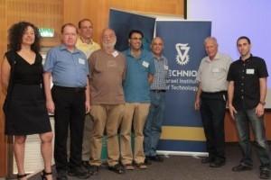 תמונה קבוצתית של השופטים בתחרות