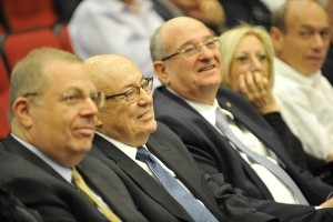 Prof. Andrew Viterbi with his son Alan (left) and Technion President Prof. Peretz Lavie (right)