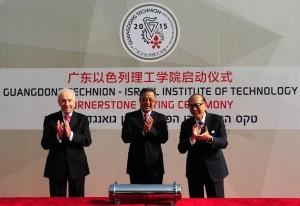 משמאל לימין: הנשיא התשיעי - שמעון פרס, מזכיר המפלגה של מחוז גואנגדונג - הו צ'אנג הואה ומר לי קא-שינג. קרדיט צילום: ממשלת מחוז גואנגדונג