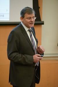 פרופ' הלמוט אייכלסדר – ראש המכון למנועי שריפה פנימית ותרמודינמיקה באוניברסיטת גרץ