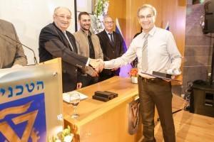 יבגני לילבמן, מורה לפיזיקה מתיכון מקיף נשר שקיבל פרס הצטיינות מיוחד מנשיא הטכניון