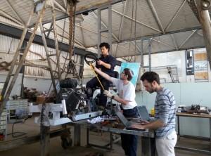 חברי משלחת 2016 עובדים על TracTech 2.0