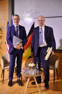 חתני פרס הארווי לשנת 2015 - פרופ' מרק קירשנר (מימין) ופרופ' עמנואל בלוך (משמאל)
