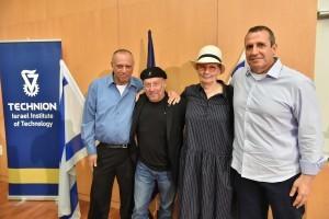 """חברי הפאנל. מימין לשמאל : איל וולדמן, ד""""ר ארנה ברי, מולי אדן ודב מורן"""
