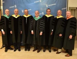 """נשיא הטכניון פרופ' פרץ לביא עם הדוקטורים לשם כבוד לשנת 2016. (מימין לשמאל : פרופ' אדווין ל' (נד) תומס, אד סאטל, איל וולדמן, נשיא הטכניון פרופ' לביא, דב מורן, פרופ' ז'אק לוינר ו ד""""ר דוד ג' סקורטון צילום : ניצן זוהר, דוברות הטכניון"""