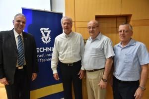 מימין לשמאל : פרופ' בועז גולני, נשיא הטכניון פרופ' פרץ לביא, השגריר לשעבר דניס רוס והדיפלומט בועז מודעי