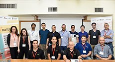 בתמונה : הסטודנטים ונציגי החברות עם דניאל בר שלו (משמאל) ומעין לופטון (שנייה משמאל)
