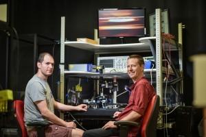 פרופ' טל כרמון (מימין) והדוקטורנט שי מעייני. צילום: ניצן זוהר, דוברות הטכניון