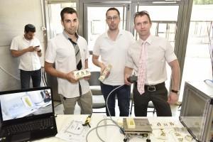 בתמונה הצוות הזוכה במקום הראשון: אנטון גריצקביץ', רם ברנשטיין, נתנאל קדוש