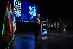 ג'ון קונולי ראש תכנית לימודי החלל הבינלאומית (SSP) ובכיר בנאסא