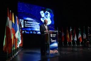 """כריס סלברגר, יו""""ר חבר הנאמנים של אוניברסיטת החלל ובוגר המחזור הראשון של התכנית"""