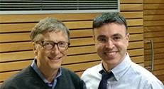 פרופ' חוסאם חאיק מהטכניון נפגש בדרום אפריקה עם מייסד מיקרוסופט ביל גייטס.