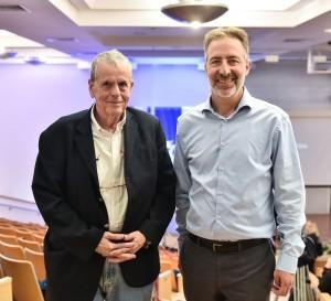 """חתן פרס נובל בכימיה פרופ'-מחקר אהרן צ'חנובר (משמאל) עם מחבר רב המכר """"אומת הסטארט-אפ סול סינגר"""