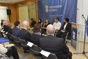 פאנל סטודנטים בהנחיית ראש היחידה לקידום סטודנטים בטכניון, שרה קציר. מימין לשמאל : יהודה סבינר, יזן ספדי , שרה קציר, דורין גז והיילו סלם