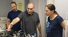 2. מימין לשמאל: פרופ' פיליפה מלמד, פרופ' אריאל קפלן והדוקטורנט סרגיי רודניצקי