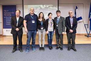 מימין לשמאל: פרופ' פאול פייגין, פרופ' קונסטנטין קובלר, פרופ' דו הונג, הסטודנטים הזוכים מיקול קומפגננו ועוז קירה ופרופ' צ'ן יאן