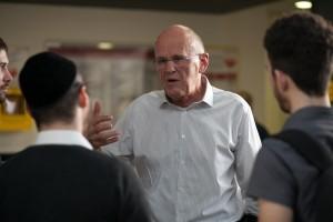 האלוף (מיל') אהרן זאבי פרקש עם סטודנטים