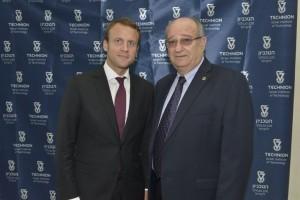 מימין לשמאל: נשיא הטכניון, פרופ' פרץ לביא ושר הכלכלה, התעשייה והדיגיטל של צרפת, עמנואל מקרון.