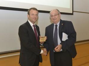 נשיא הטכניון פרופ' פרץ לביא העניק לנשיא צרפת הנבחר, עמנואל מקרון את מדליית הטכניון