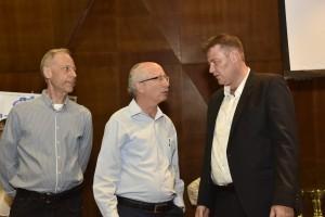 """מימין לשמאל:  ארתור זמשמן, פרופ' משה שהם וד""""ר יבגני קורצ'נוי."""