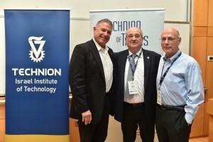 """מימין לשמאל : יו""""ר הוועד המנהל של הטכניון גדעון פרנק, נשיא הטכניון פרופ' פרץ לביא ויו""""ר הקורטוריון לורנס (לארי) ג'קייר"""