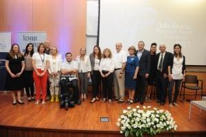 תמונה קבוצתית של קרן אדליס ואורחים