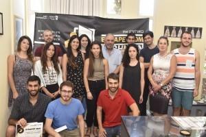 תמונה קבוצתית של הסטודנטים הזוכיםבתחרות עם דיקן הסטודנטים פרופ' בני נתן.