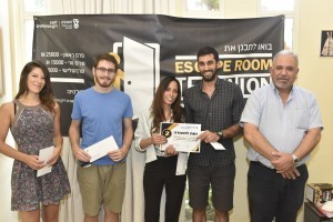 הזוכים במקום השני: דיקן הסטודנטים פרופ' בני נתן, עידן פרץ, סיוון בוסני, יובל קלדרון ודנה עשור