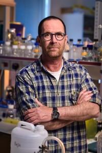 פרופ' עודד בז'ה מהפקולטה לביולוגיה בטכניון
