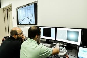 תמונה מחדר הבקרה של מיקרוסקופ Themis
