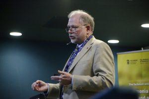 פרופ' תומס ספייסר, ראש מרכז המחקר לסיכונים כימיים באוניברסיטת ארקנסו