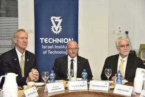 Left to right: Governor of Illinois Bruce Rauner, Technion Executive Vice President for Research Prof. Wayne D. Kaplan and President of the University of Illinois Timothy L. Killeen. Photo credit: Sharon Tzur, Technion Spokesperson's Office.