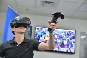 בתמונות: סטודנט בקורס אפליקציות למציאות מדומה ורבודה, המעבדה לעיבוד גיאומטרי של תמונות (GIP) בפקולטה למדעי המחשב בטכניון קרדיט צילום: ניצן זוהר, דוברות הטכניון