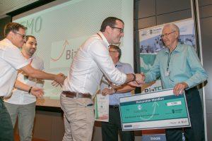 יהודה ברוניצקי מעניק פרס לסטודנטים בגמר תכנית היזמות BizTEC 2017,