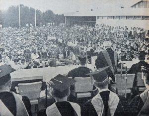 דוד בן גוריון נושא נאום בטקס