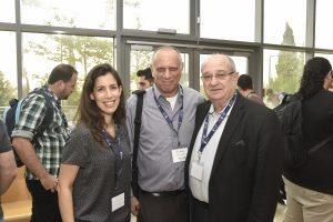 (מימין לשמאל) נשיא הטכניון פרופ' פרץ לביא, דב מורן ודנה שפר מנהלת מרכז היזמות בטכניון
