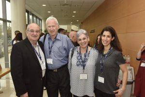 (מימין לשמאל) דנה שפר, דיתה ויהודה ברוניצקי, נשיא הטכניון פרופ' פרץ לביא
