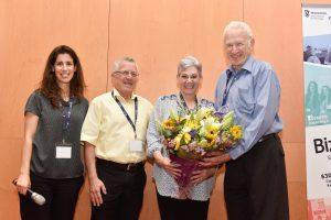 (מימין לשמאל) יהודה ודיתה ברוניצקי, פרופ' בועז גולני ודנה שפר