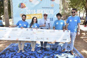 שתי קבצות הסטודנטים מהפקולטה לארכיטקטורה ובינוי ערים שזכו בפרסים מיוחדים
