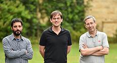 תמונה קבוצתית (מימין לשמאל): קונסטנטין מורוזוב, פרופ' אלכס לישנסקי ויוני מירזאי