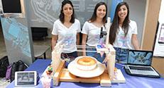 פרוסטי – מזלף עוגה אוטומטי שפיתחו הסטודנטיות רואן שורוש, לין סרוג'י ואסיל סנס