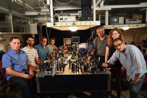 """מימין לשמאל : אלחנן מגיד, דקלה אורן, ד""""ר ולדימיר קליינר, ארקדי פאירמן, פרופ' ארז חסמן, תומר סתיו ופרופ'-מחקר מוטי שגב"""