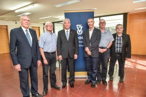 Minister Wang Zhigang at the Technion. Right to left: Prof. Moshe Sidi, Prof. Gadi Eisenstein, Prof. Adam Shwartz, Chinese Minister of Science and Technology Wang Zhigang, Prof. Moshe Eizenberg, and Prof. Dan Shechtman