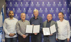 """מימין לשמאל: אורן גרשון, פרופ' וויין קפלן, ד""""ר מייק מייברי, פרופ' בועז גולני ונאבין ראו"""