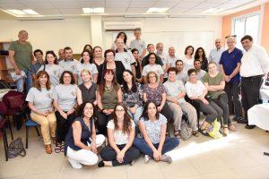 צילום קבוצתי של עובדי הטכניון המתנדבים בעמותה