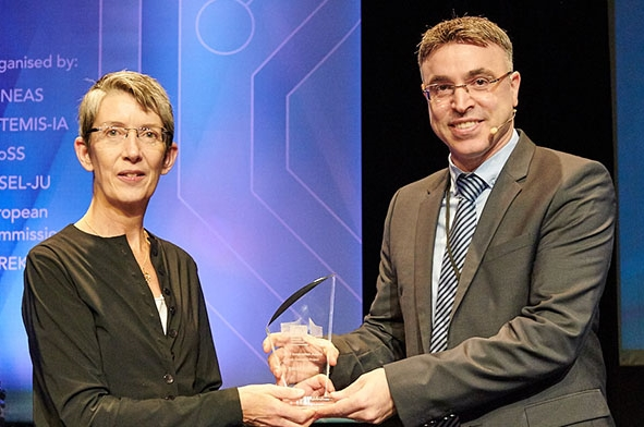 """הנציבות האירופית העניקה את """"פרס החדשנות"""" לפרופ' חאיק"""