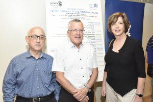 """מימין לשמאל: אירית אידן, סמנכ""""לית בכירה למחקר ולפיתוח ברפאל, פרופ' בועז גולני ופרופ' יעקב נגל"""