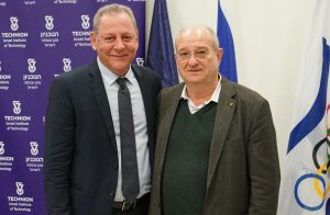 Yigal Carmi, Chairman of the Olympic Committee of Israel (on the left) and Technion President Prof. Peretz Lavie