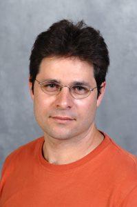 פרופ' ערן בוכבינדר מהמחלקה לפיסיקה כימית וביולוגית במכון ויצמן למדע
